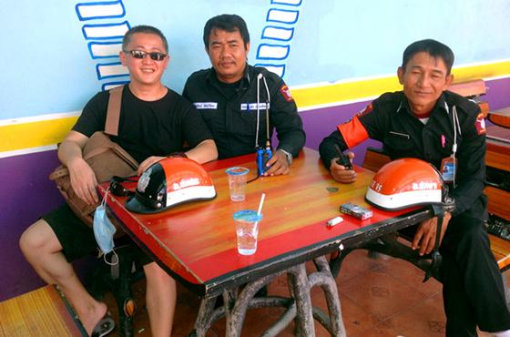 达人和泰国警察合影