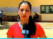 女记者连线直播遭30多人袭胸