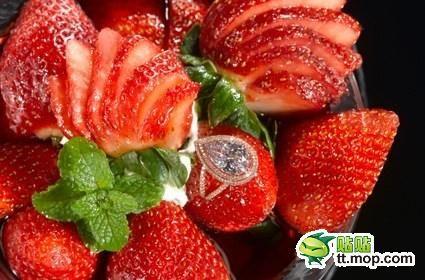 草莓水果拼盘