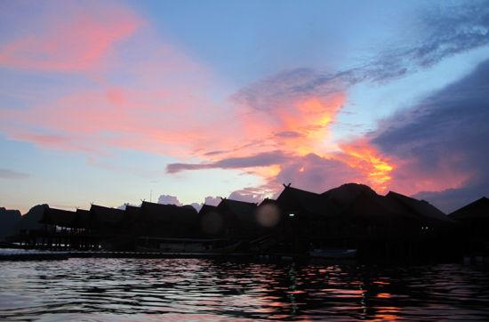 海上看落日