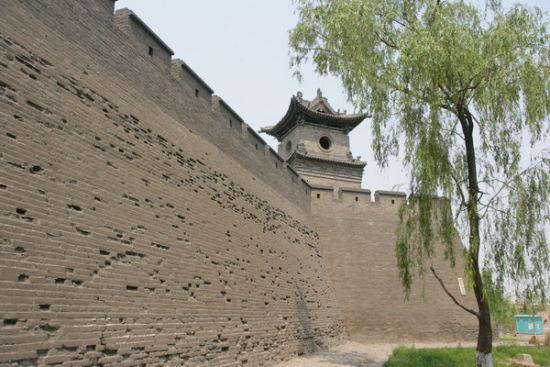 厚高的城墙
