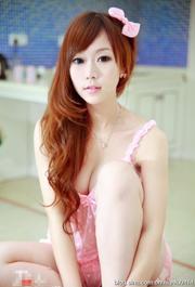 粉色肚兜美女性感私房照