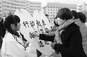 关爱艾滋病,中国在行动 新华社发