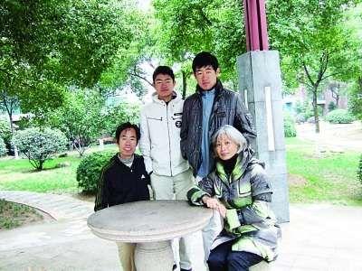 一家人在苏州的小区。陈宪生 提供