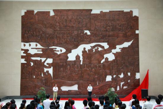 安徽医科大学大型校史浮雕揭幕。