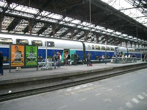 在英格兰禁止人们在火车站接吻