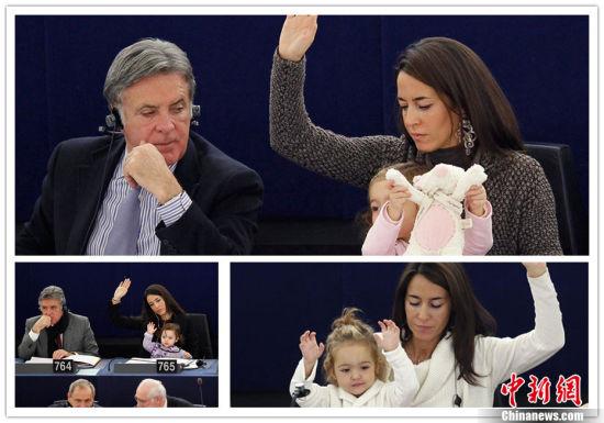 """欧洲议会成员、意大利议员利西亚•龙祖丽(Licia Ronzulli)的幼女时不时地现身欧洲会议现场,得到了""""议会小萌女""""的雅号,在""""卖萌""""这条路上,她不断""""创新"""",乐此不疲。"""