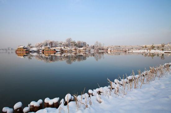 2012年第一场冬雪后的平天湖