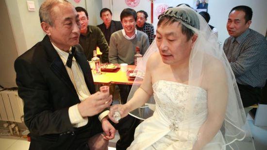 婚宴只请了几个关系比较不错的老朋友和两个网友出席