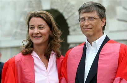 """其二是才女+新贵的黄金组合,如微软[微博]创始人比尔·盖茨与妻子梅琳达·盖茨。嫁给盖茨之前,梅琳达已经担任微软科技产品经理,手下有100多名员工。虽然比尔·盖茨是世界首富,但梅琳达嫁给他的时候,彼此的条件是相当的,甚至有""""下嫁""""的可能。"""