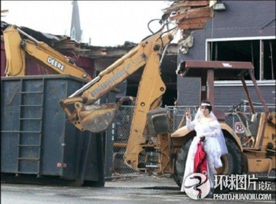 美国女子为阻百年建筑遭强拆嫁给仓库