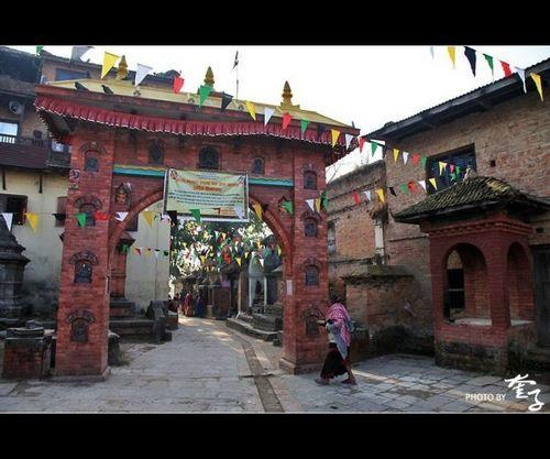 ShivaLinga庙门口