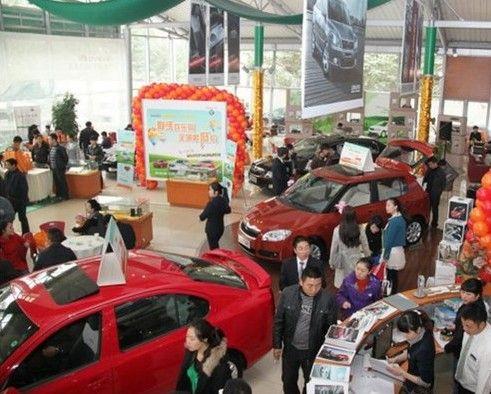 在4S店购车前,需要对车市行情走势有个基本的判断,摸清底价,步步为营。