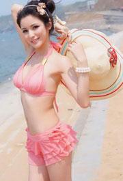 沙滩上的清凉比基尼清纯美女