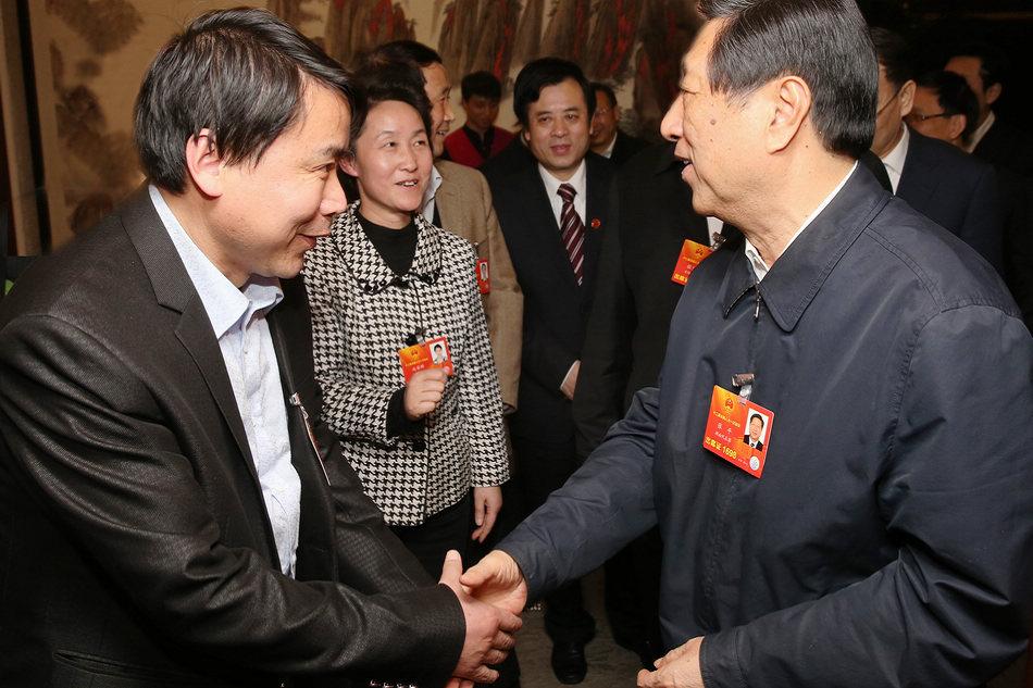国家发改委主任张平在两会上与郑孝和董事长交流