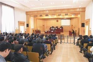村民很关注此案如何判决,60多人前来旁听 通讯员供图