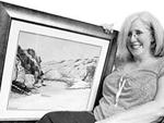 英国女子请艺术家将亡夫骨灰制成油画