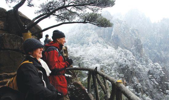春天里难得一见的雪凇、雾凇美景,让游人喜出望外。