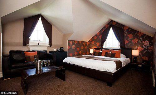 全球首家巧克力主题酒店的客房是以巧克力颜色和图案设计的。