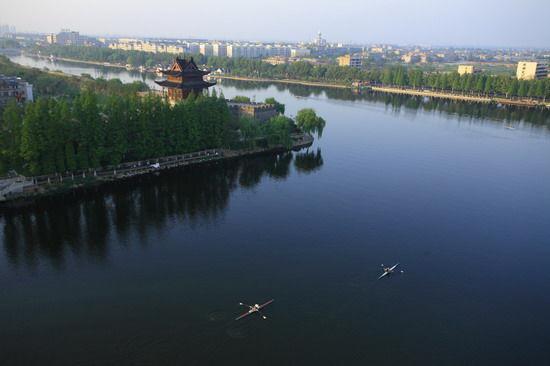 绿染护城河 摄影:张玉涛