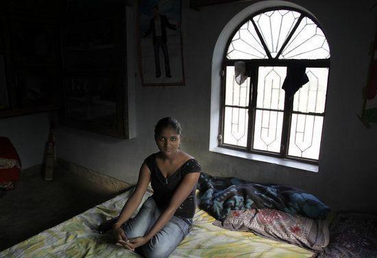 Ingonia村,22岁的Sapana Nahala是一名性工作者。 Ingonia村,22岁的Sapana Nahala是一名性工作者。