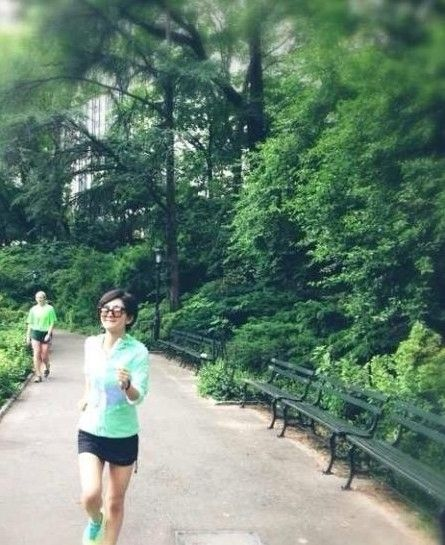 公园晨跑生活气息浓
