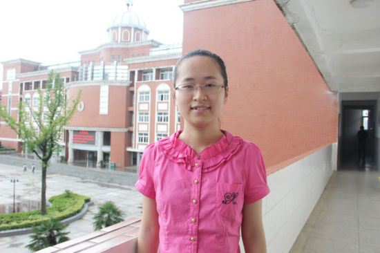 2013年安徽省文科状元查韦婷 王伟/摄影