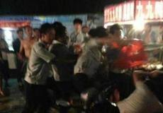 监利县城管执法起冲突 路人被误认拍照遭殴打