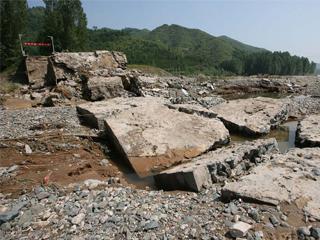 河南伊河汤营大桥垮塌 致37人死亡19人失踪