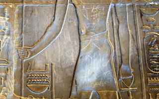 """埃及神庙惊现""""丁锦昊到此一游"""""""