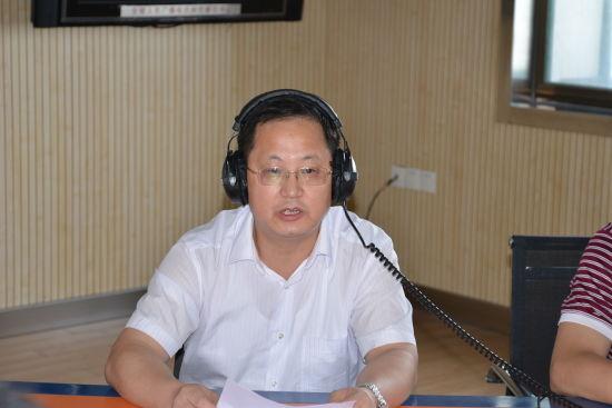 省工商局党组成员、副局长程胤率相关处室领导参加《政风行风热线》节目