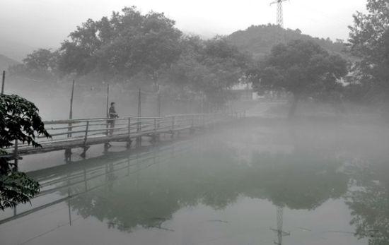 水墨花亭湖