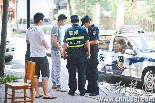 民警接到报警后出警