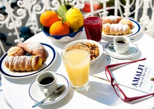 意大利:咖啡+水果+点心
