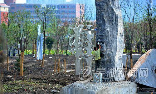 新雕塑入园