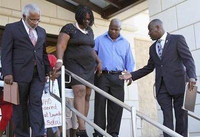 少年的家人和律师日前出面发表声明,表达愤怒之情