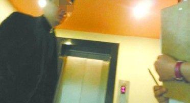 """昨早9时许,酒店610房间房客乐先生称,自己入睡前听到走廊传来其他房间的吵闹声,""""有孩子大喊'爸爸,不要'。 """"北国网、辽沈晚报记者王迪摄"""