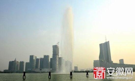 合肥天鹅湖喷泉水柱高达172米