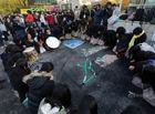 韩国今日举行高考学生敲锣跪地祈祷