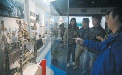 采访团走进中国黄梅戏博物馆。