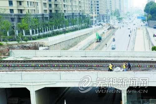 北京路铁路桥存车线铁轨铺设进尾声