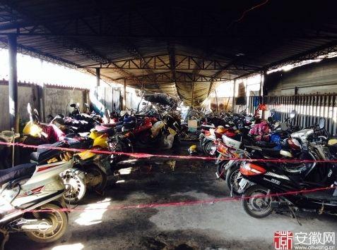 据悉,车库总共停了约4、5百辆车,大部分都被烧毁。