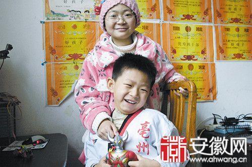 小子硕说,他想像奥特曼一样勇敢,那样就能救姐姐了。