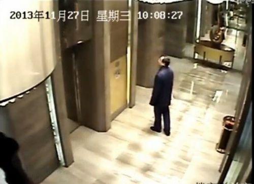 男从12楼下