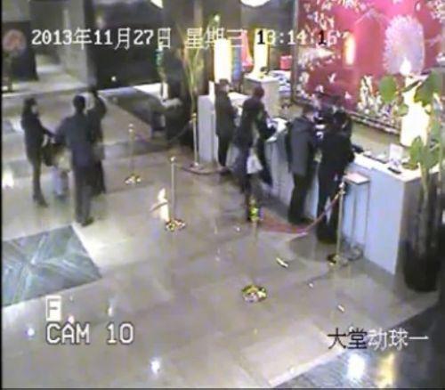 13年12月11日,2人再次入住某一酒店