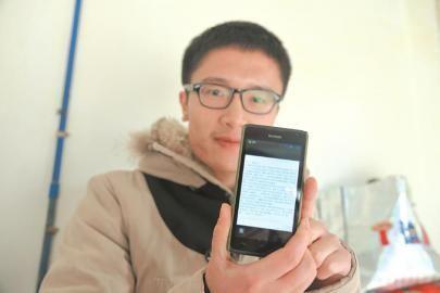 """童玮铭展示微博,祈愿打通""""报平安电话""""。"""