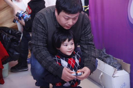 更多爸爸带着孩子体验驾照考试宝典