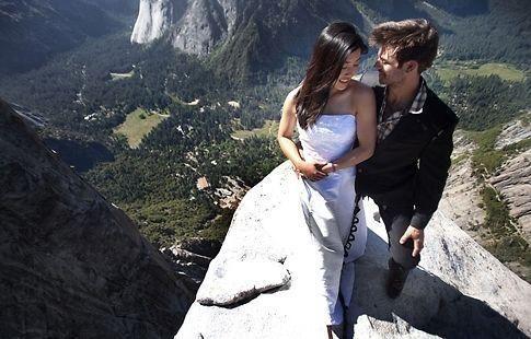 高悬崖拍摄婚纱照