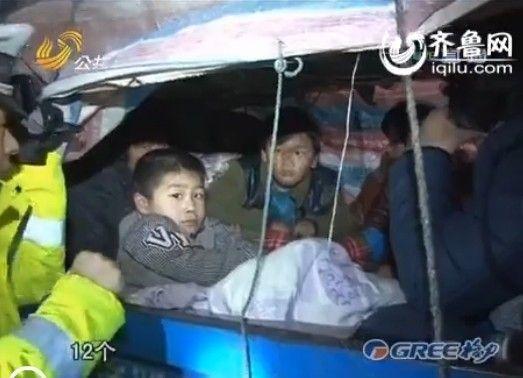 车里坐了不少孩子