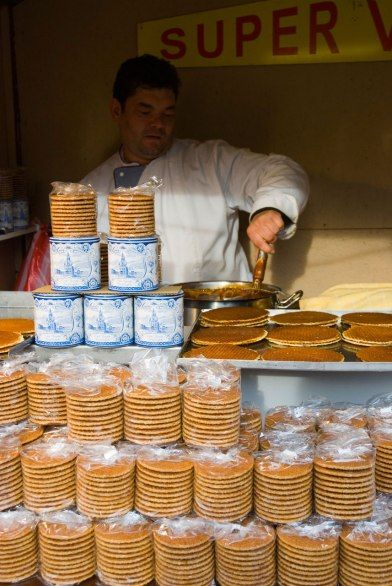 两块酥脆烤煎饼中间夹上暖热黏乎的焦糖,这就是荷式松饼